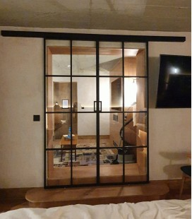 Fitted Sliding Double Doors with 4 Metal Profiles